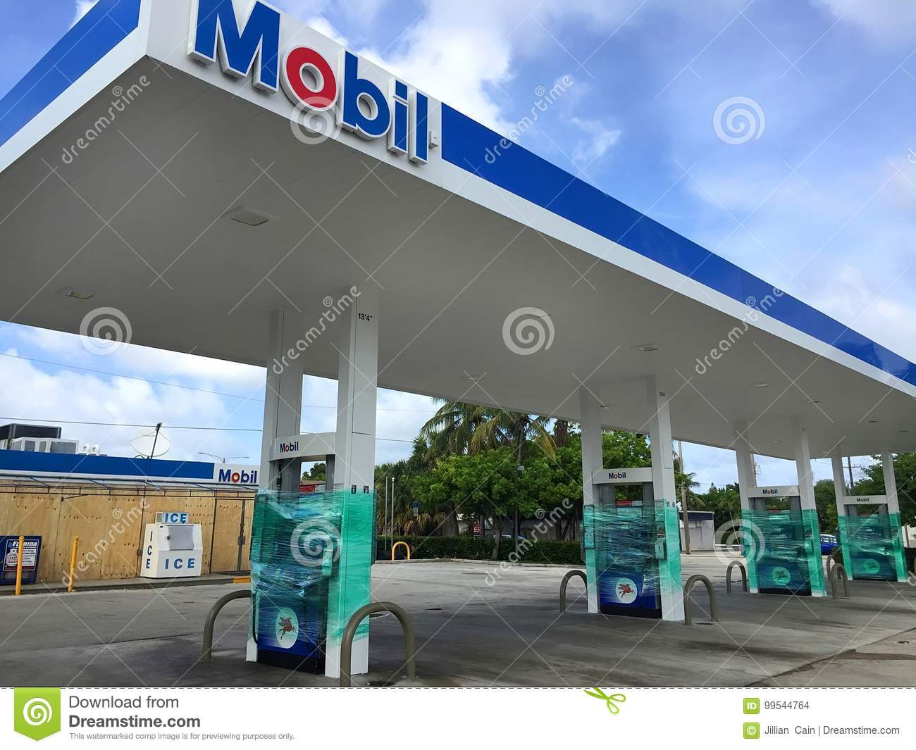 Gas Station Closed For Hurricane Irma Editorial Stock Image