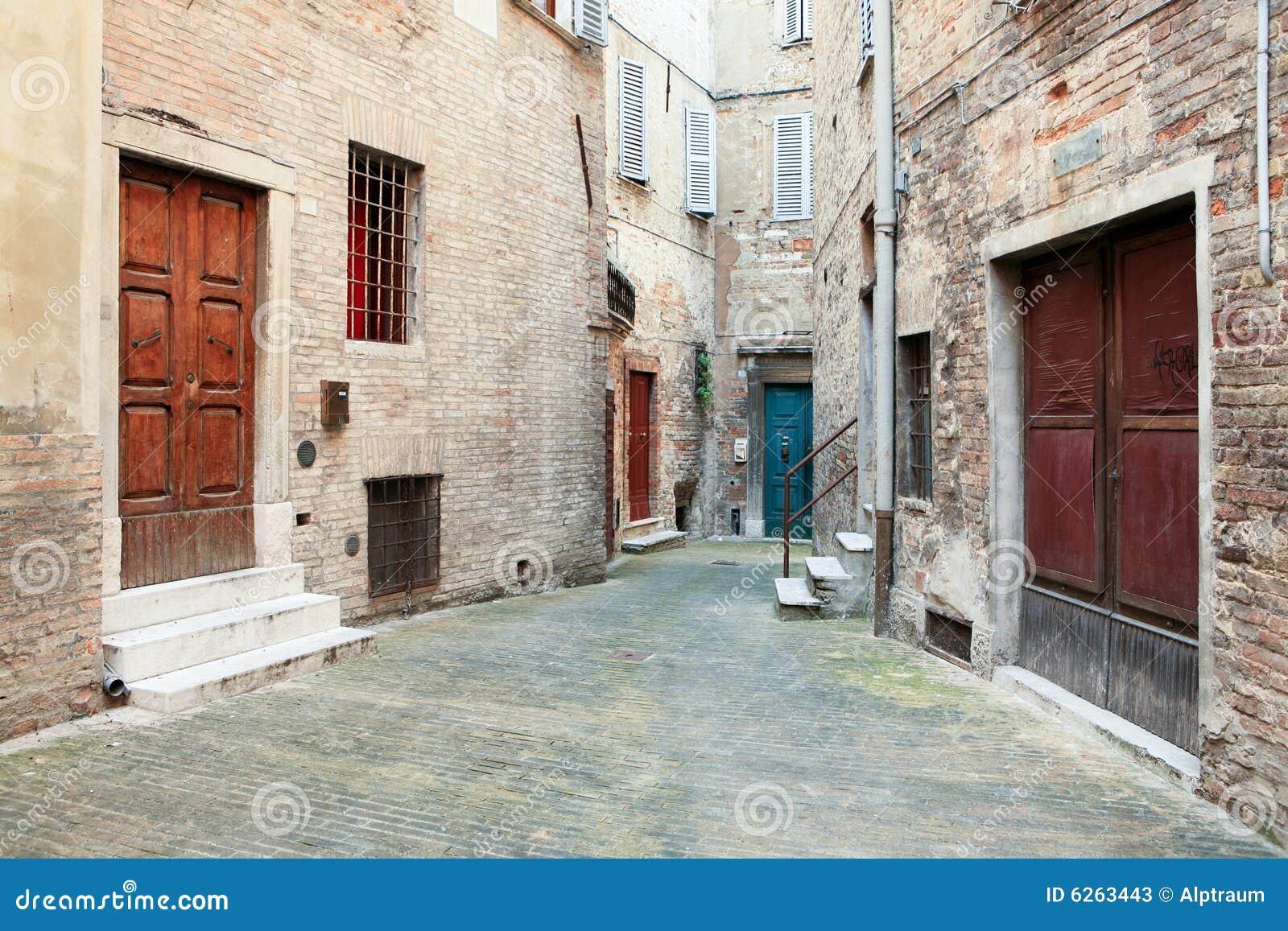 Gasse in der Kleinstadt Italien