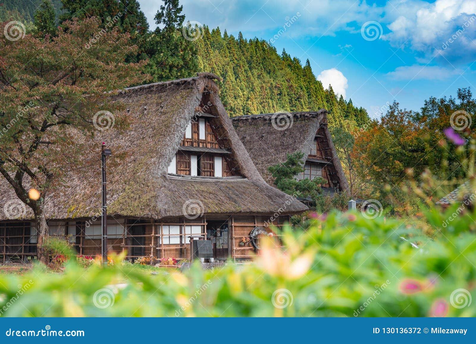 Gassho-Zukurihuizen in Gokayama-Dorp Gokayama is ingeschreven op de Unesco-Lijst van de Werelderfenis toe te schrijven aan zijn t