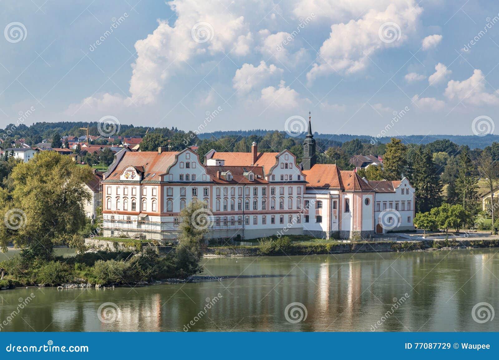 Gasthaus Schloss Neuhaus morgens
