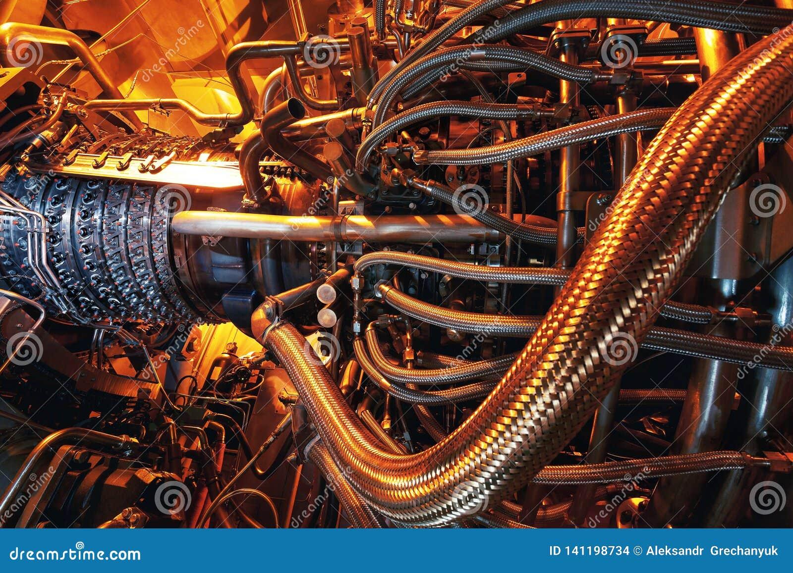 Gasturbinenmotor befunden innerhalb der Flugzeuge Saubere Energie in einem Kraftwerk benutzt auf einer Offshoreöl- und Gasraffini