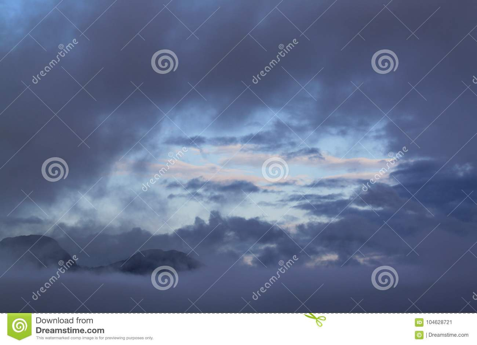 Download Gat in de hemel stock afbeelding. Afbeelding bestaande uit genomen - 104628721