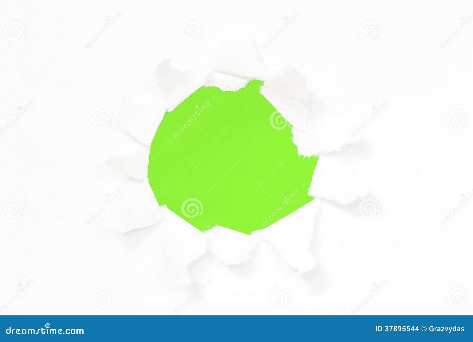 Gat in een document met groene achtergrond