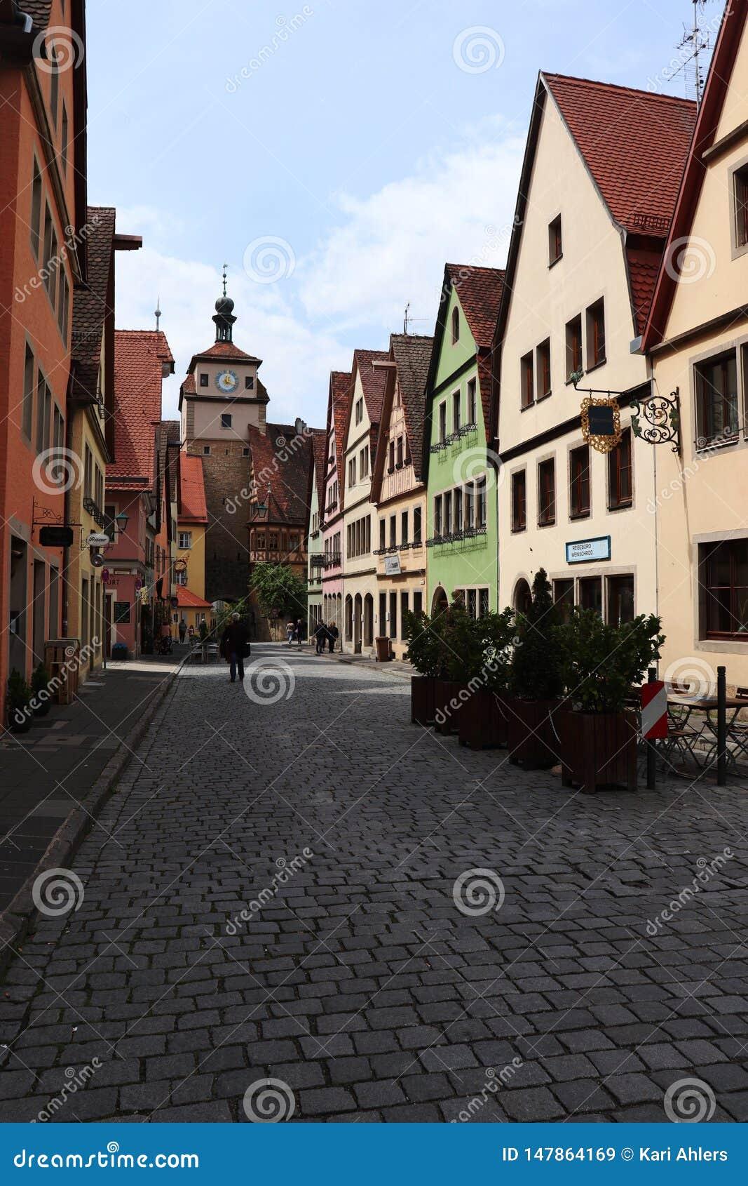 Gata i Rothenburg obder Tauber, Tyskland med färgrika byggnader