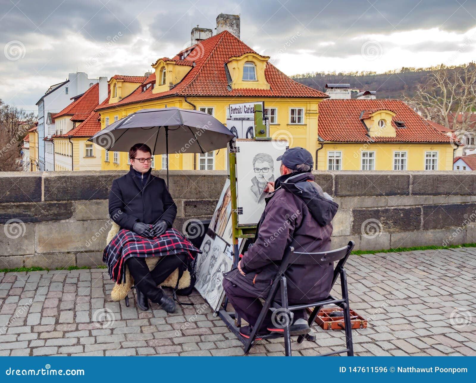 Gatakonstnärer drar för manliga turister