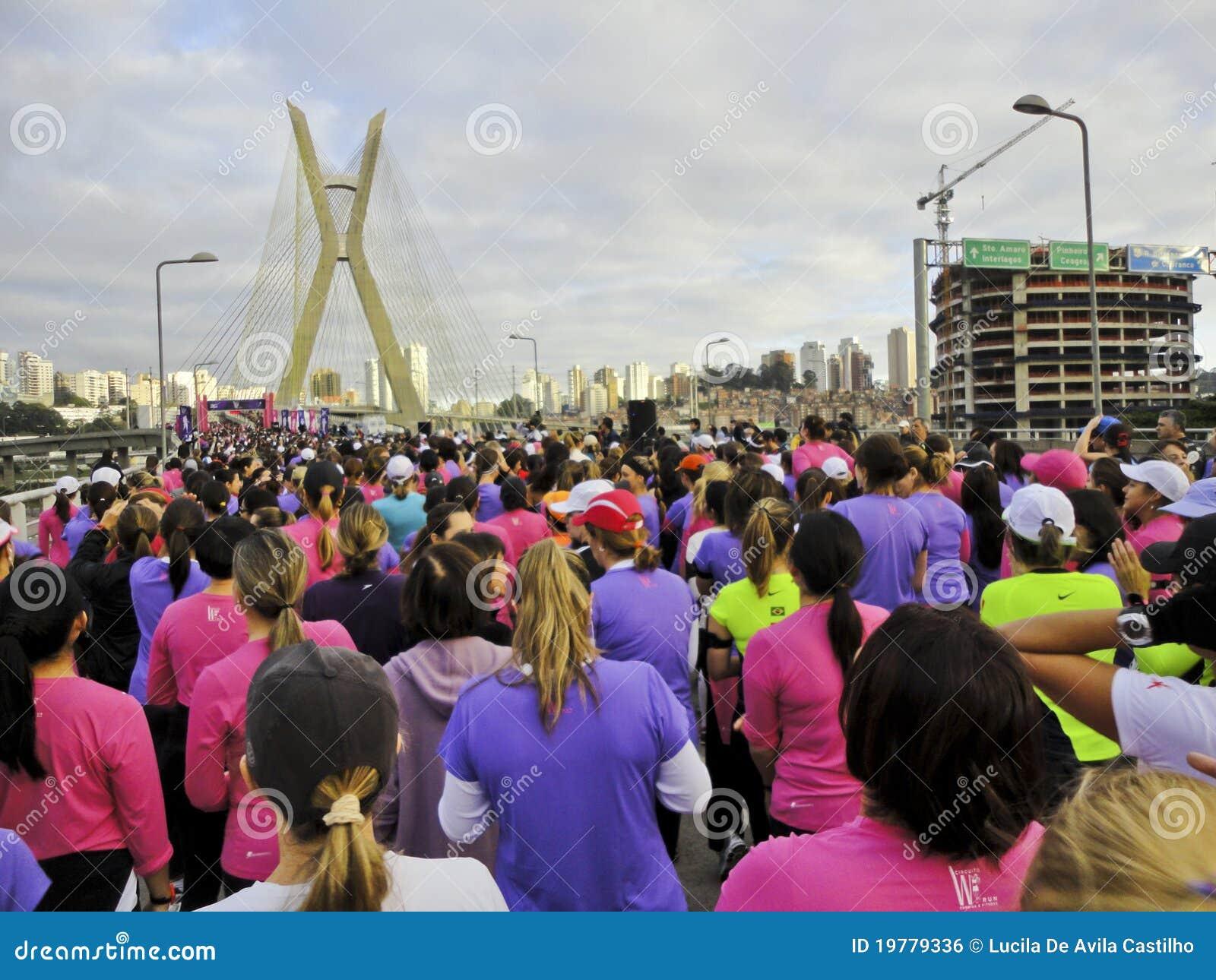 Gatakvinnor för race s
