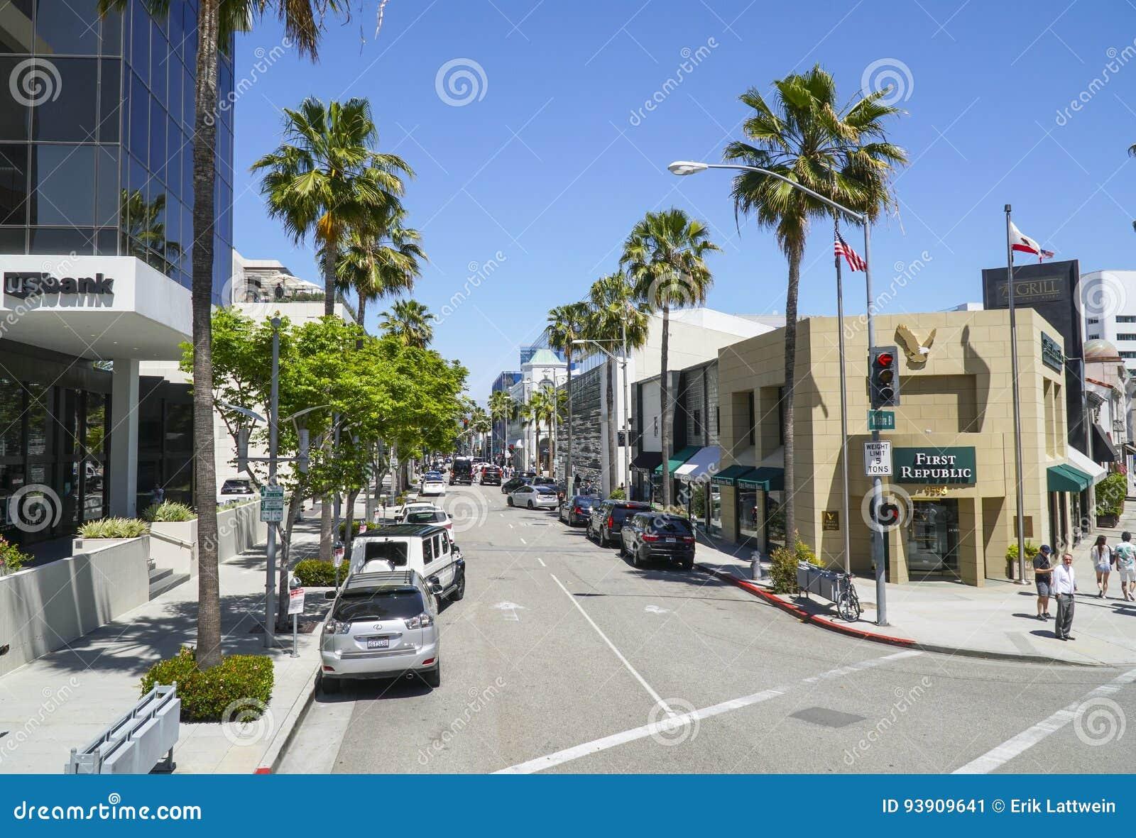 Gatasikt i Beverly Hills på den Wilshire blvden - LOS ANGELES - KALIFORNIEN - APRIL 20, 2017