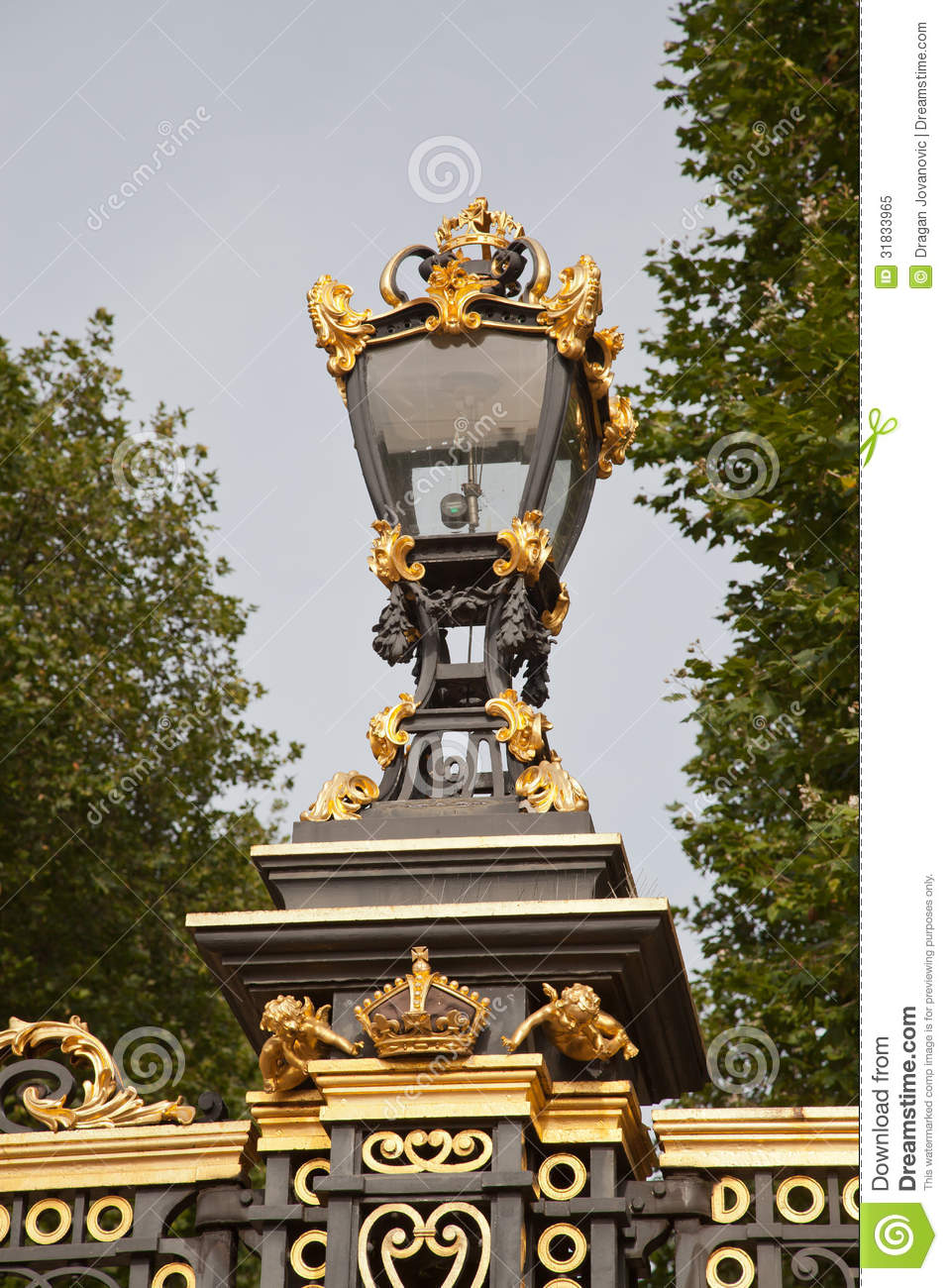 Buckingham United Kingdom  city pictures gallery : Gates at Buckingham Palace London, United Kingdom.