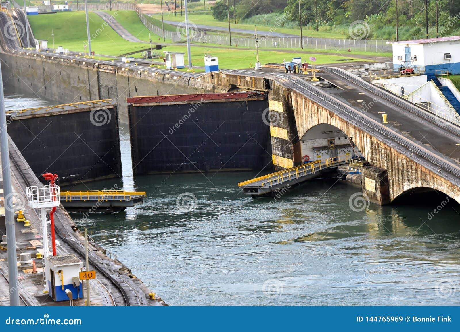 Gatun trava o canal do Panam?