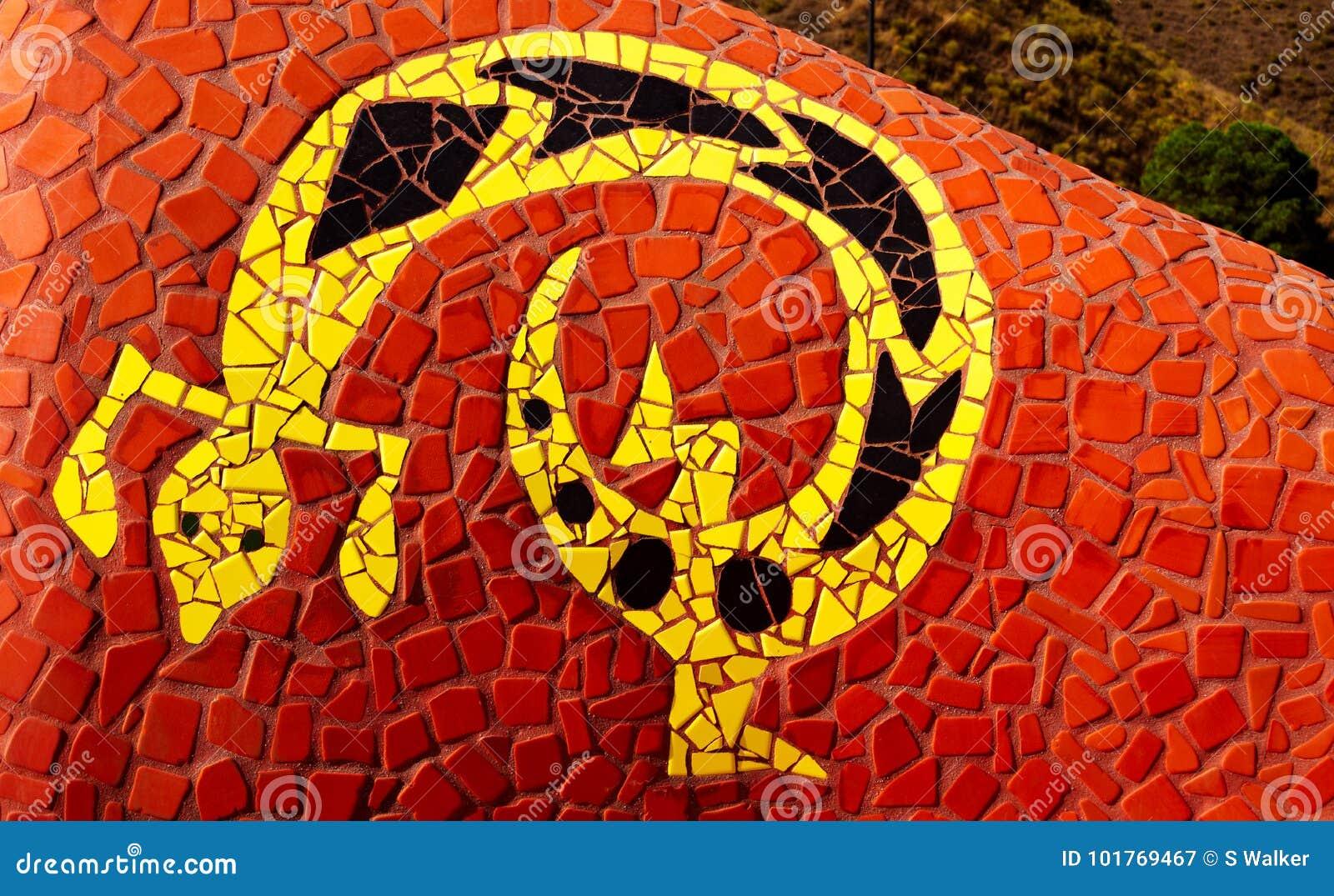Gaudi projektuje mozaiki jaszczurki, Competa, Hiszpania