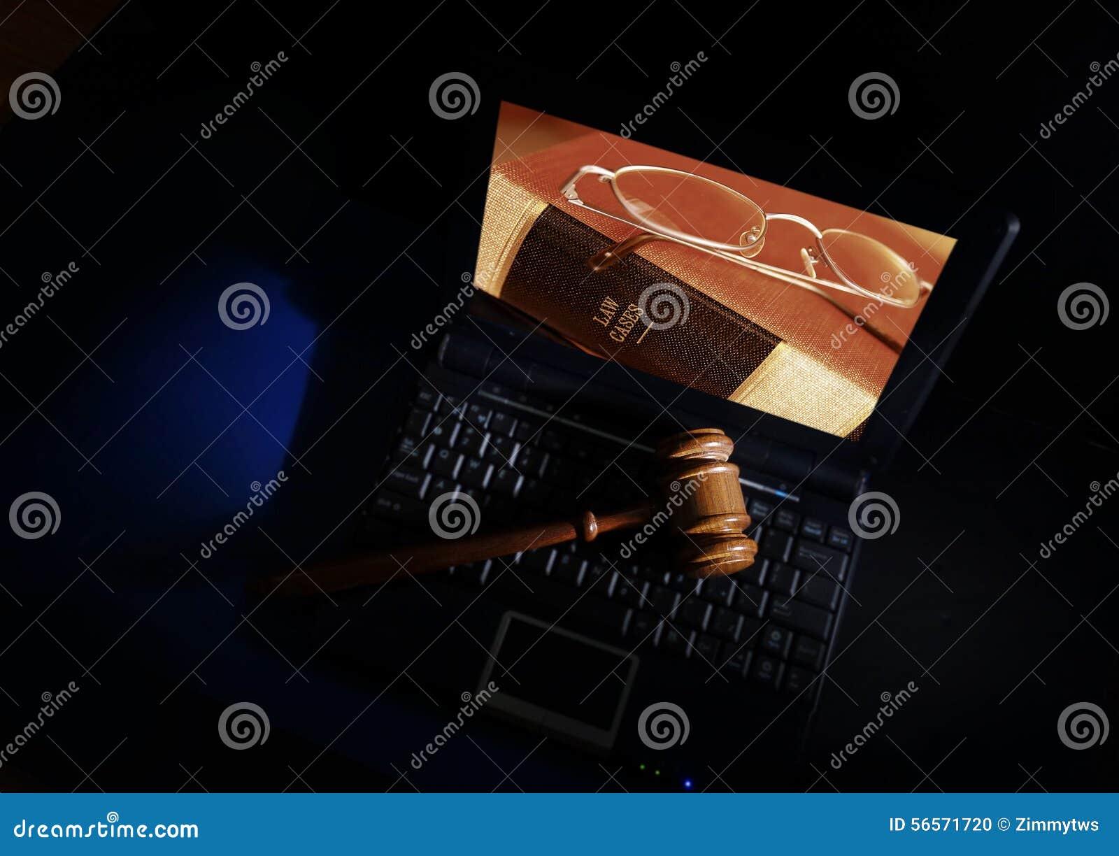Download Gavel και lap-top δικαστών στοκ εικόνες. εικόνα από gavel - 56571720