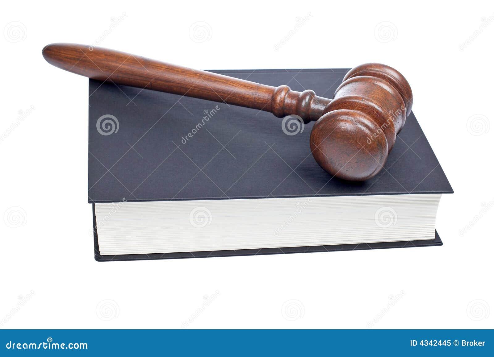 Gavel e livro de lei de madeira
