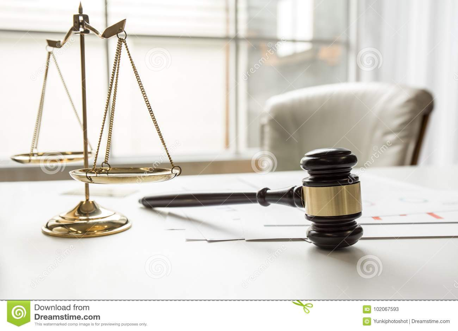 Gavel Nell'ufficio Di Lavoro Dell'aula Di Tribunale Dell ...