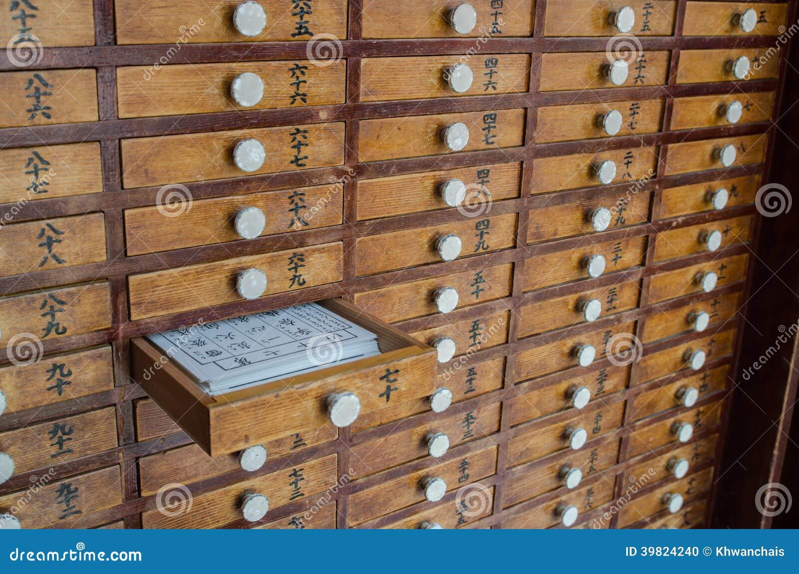 Gavetas De Madeira Pequenas Foto de Stock Imagem: 39824240 #91683A 1300x951
