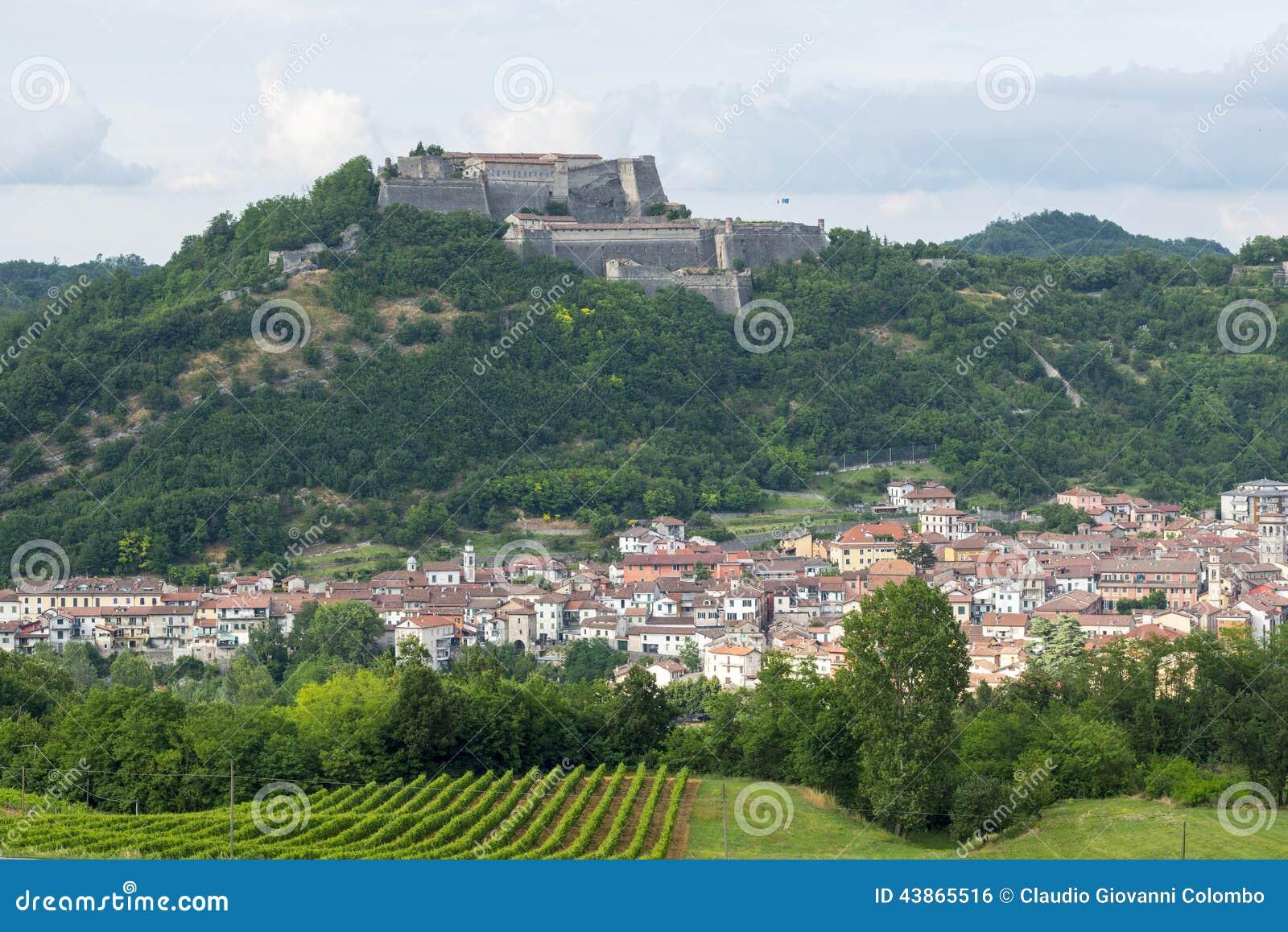 Gavi Italy  City pictures : Gavi Alessandria, Piemonte, Italia , vista panoramica con la fortezza ...