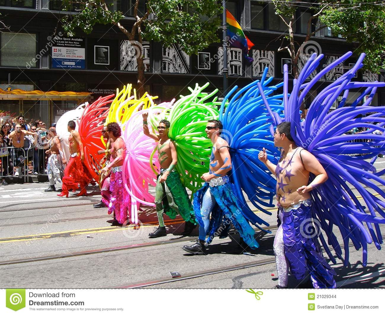 thumbs.dreamstime.com/z/gay-pride-san-francisco-rainbow-balloon-costumes-21029344.jpg