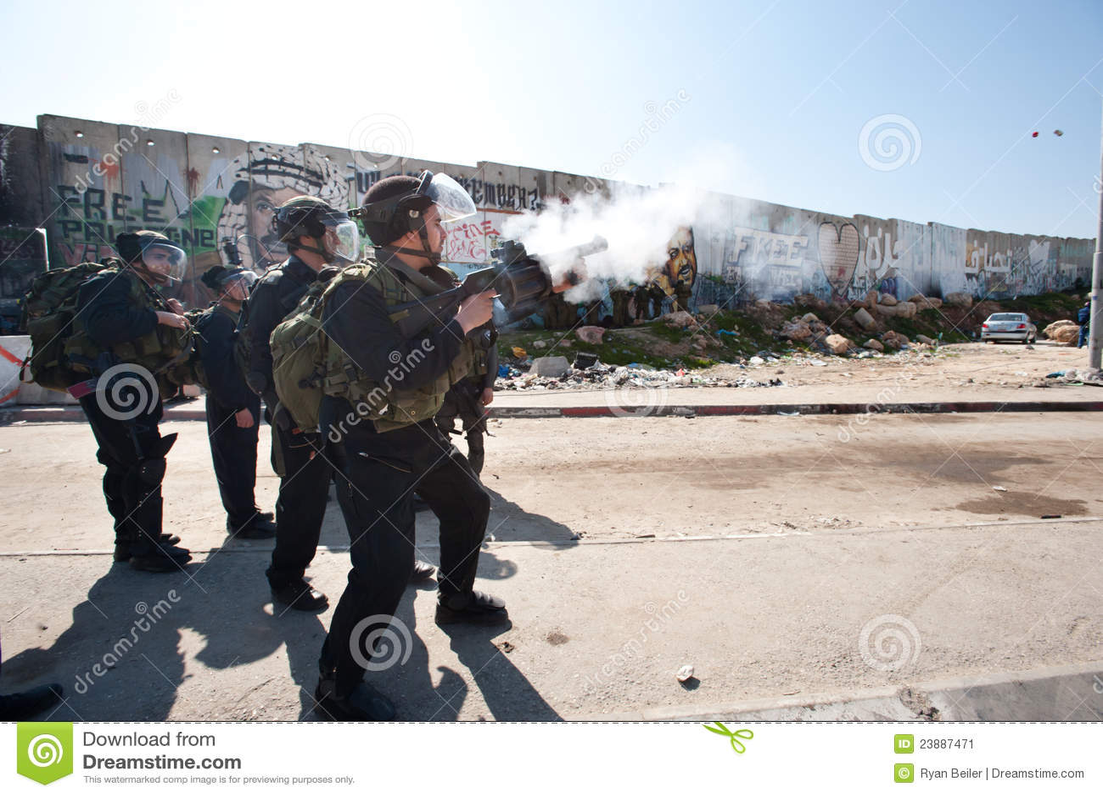 Gaz lacrymogène israélien d incendie de soldats