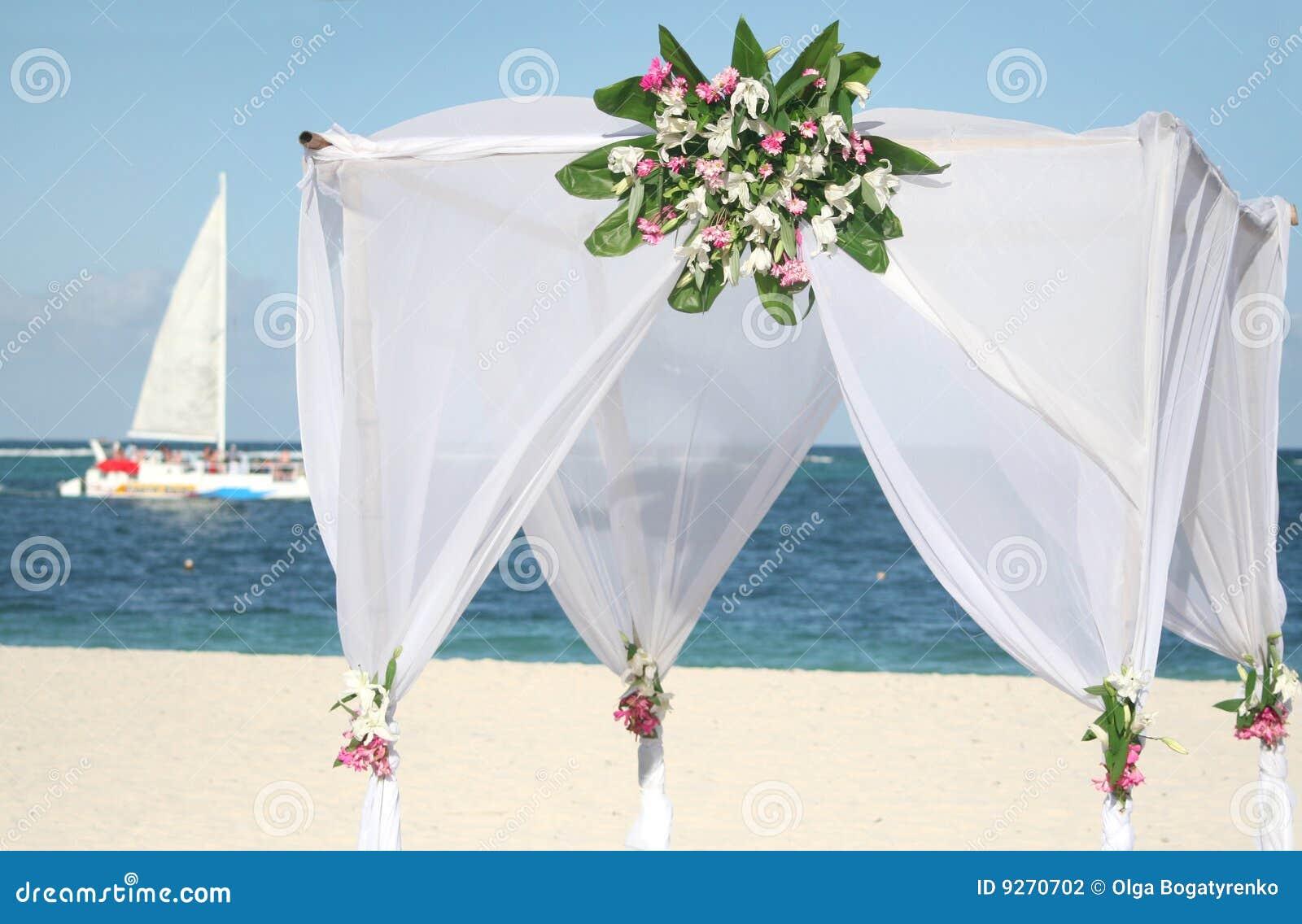 gazebo de mariage sur la plage photographie stock image 9270702. Black Bedroom Furniture Sets. Home Design Ideas