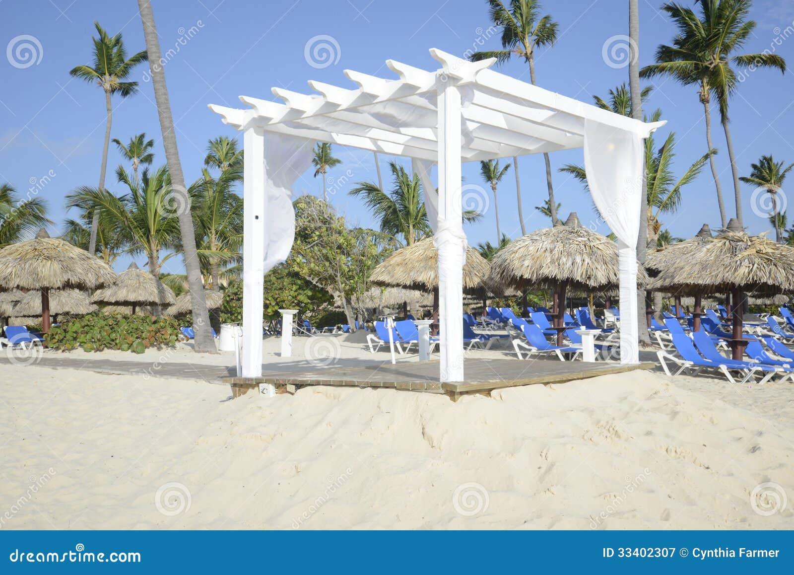Gazebo In Legno Bianco.Gazebo Di Legno Bianco Su Una Spiaggia Immagine Stock Immagine Di