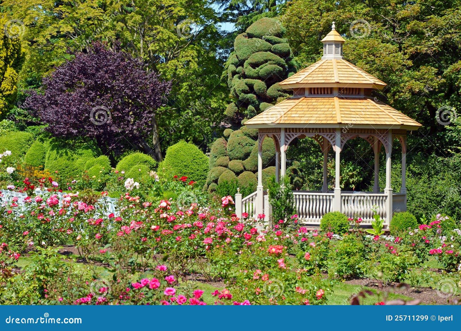 gazebo jardim madeira:Spring Garden Gazebo