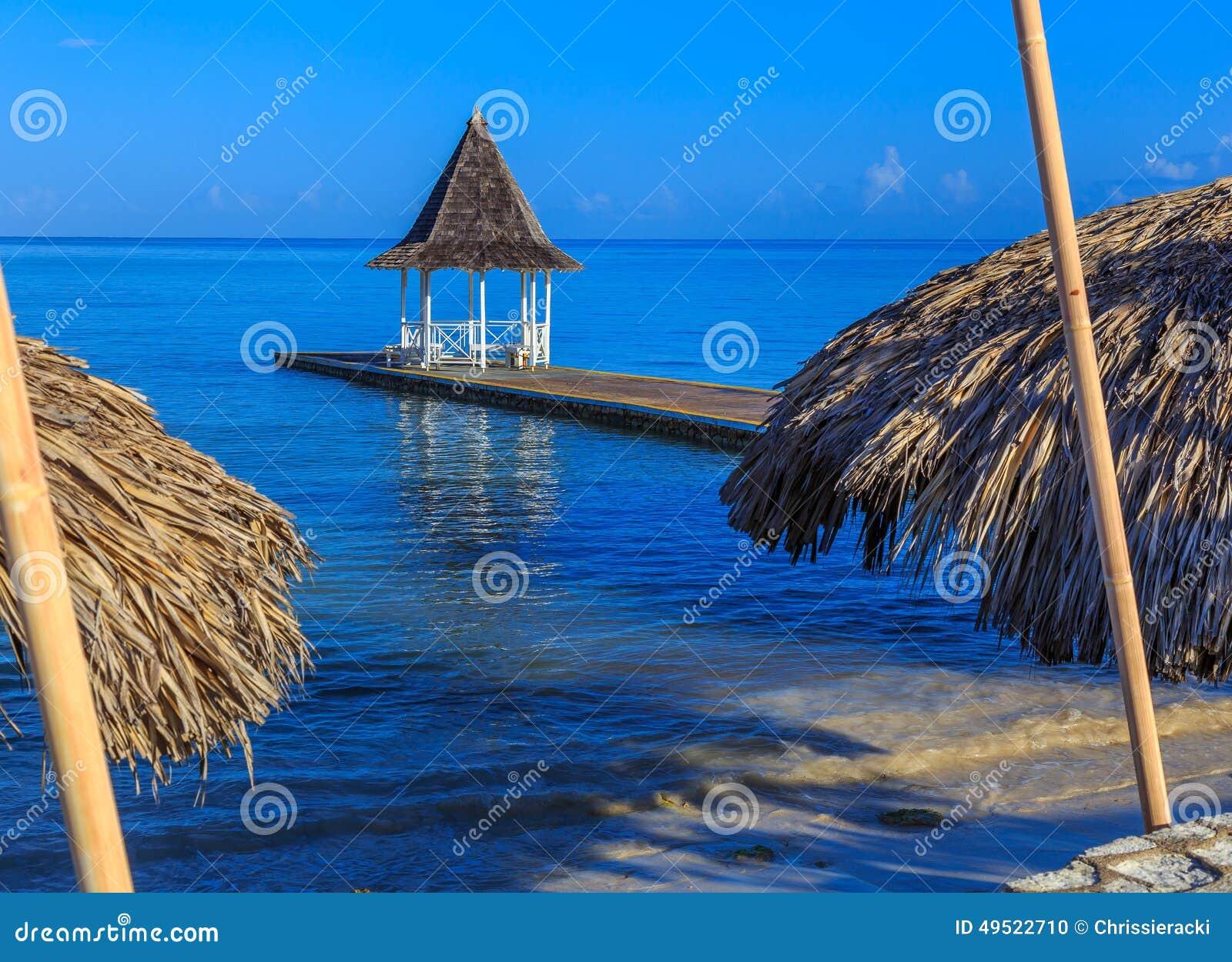Gazebo en el embarcadero de la playa, Montego Bay Jamaica
