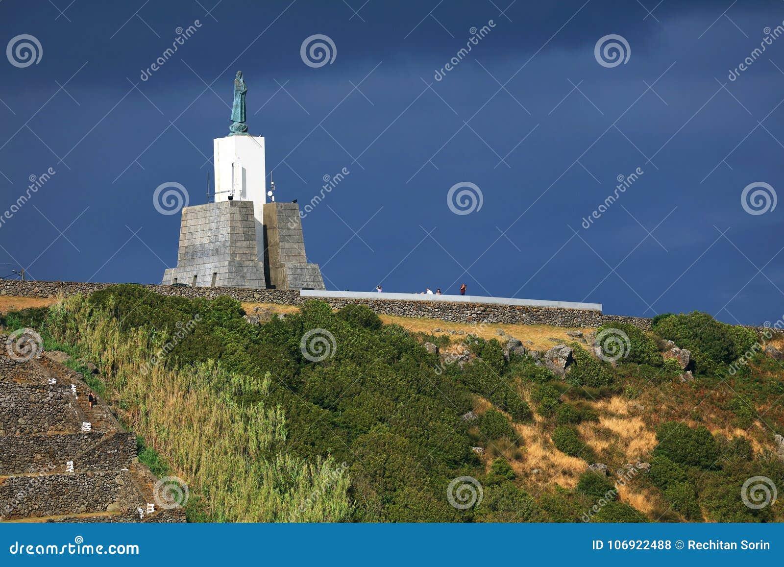 Gazebo pochodni zabytek sławny punkt zwrotny w Vitoria miejscowości nadmorskiej