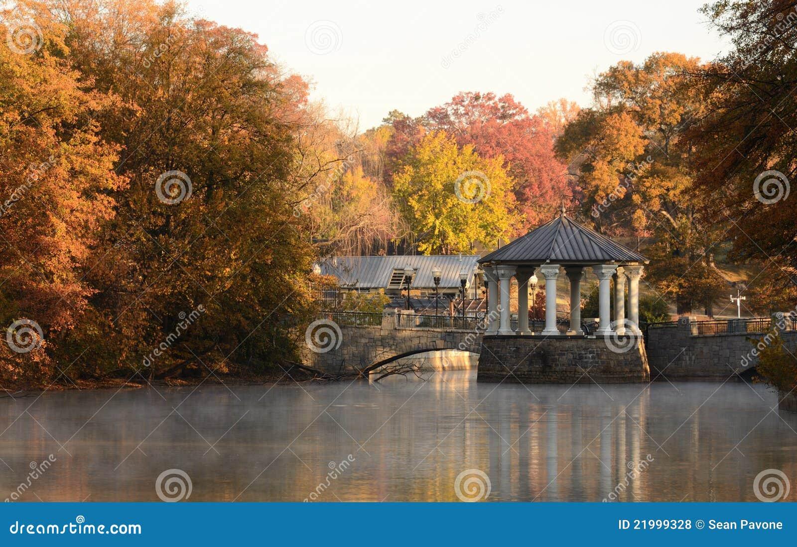 Gazebo sur un lac