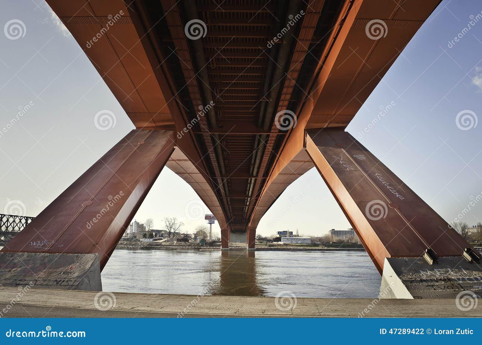 Gazela bro på floden Sava i Belgrade