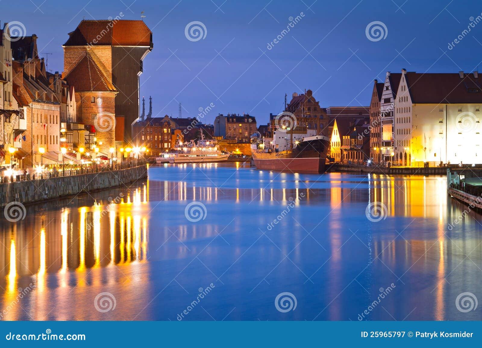 Gdansk Mit Altem Kran Nachts Stockbild - Bild von baltisch ...
