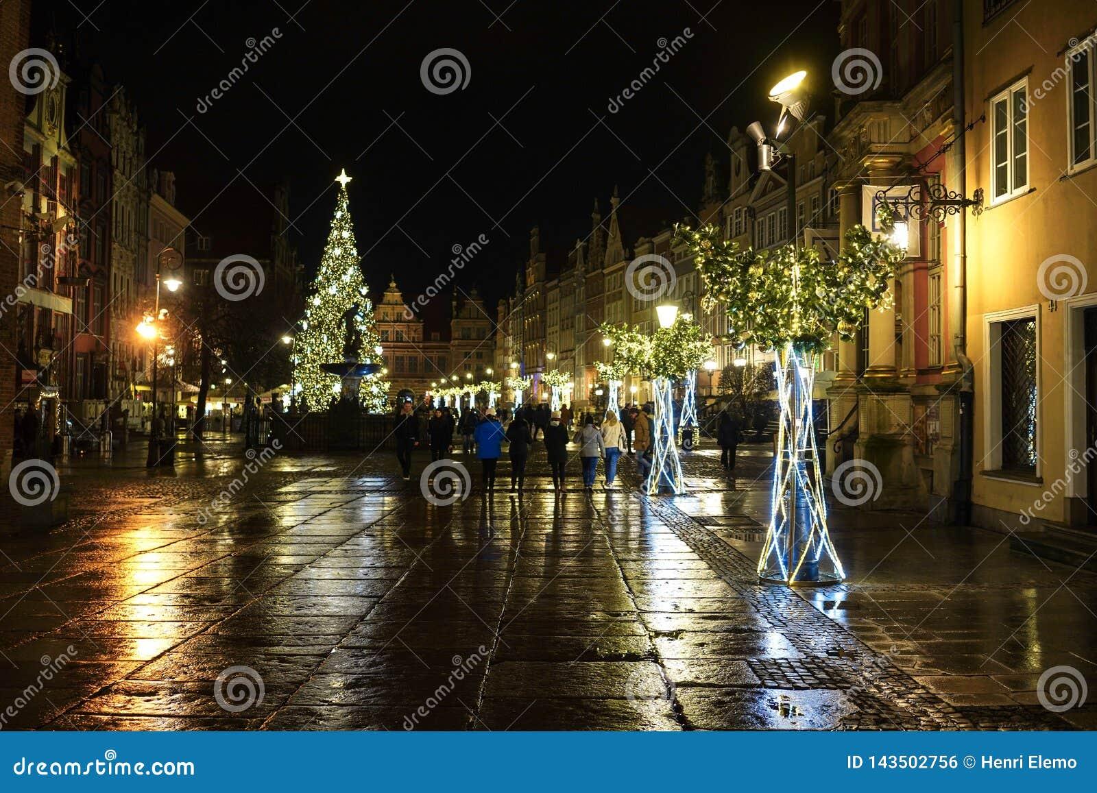Gdansk, Polen - December 13, 2018: Kerstmisdecoratie in de oude stad van Gdansk, Polen