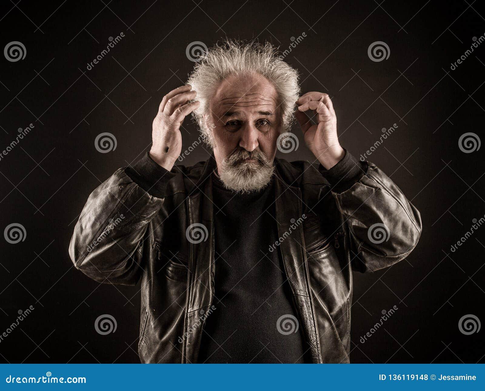 Gderliwy starszy mężczyzna