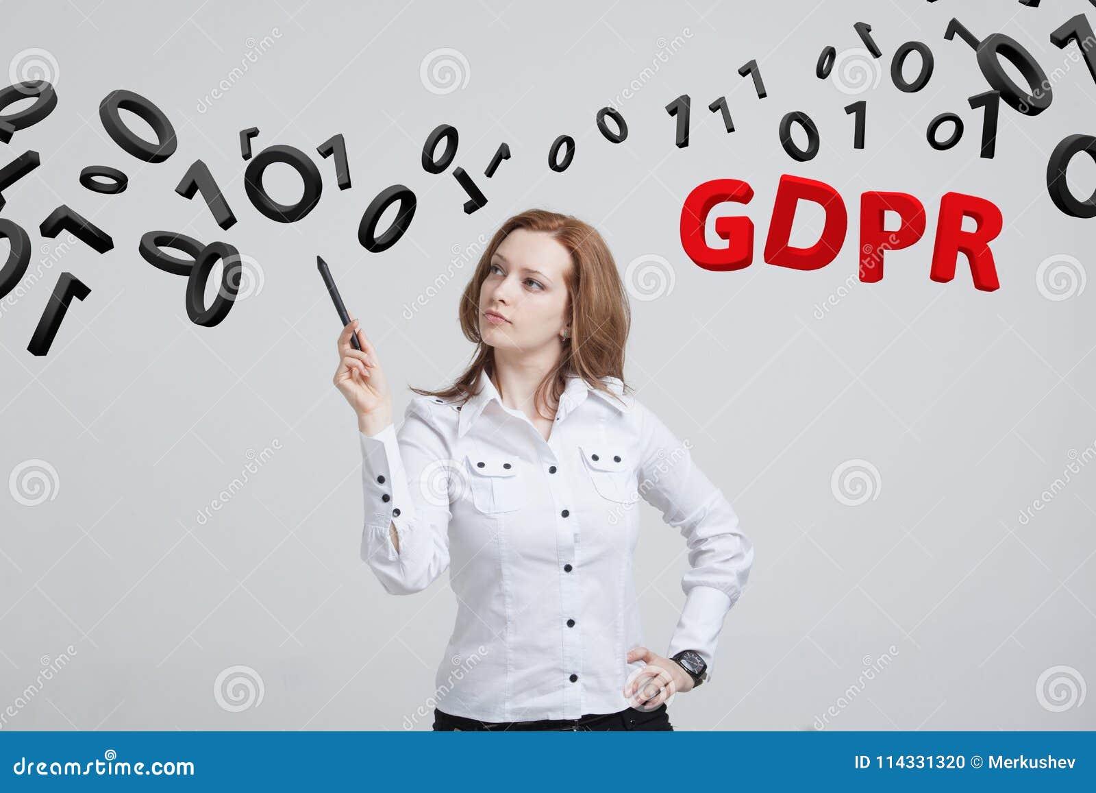GDPR, pojęcie wizerunek Ogólnych dane ochrony przepis ochrona osobiści dane Młoda kobieta pracuje z