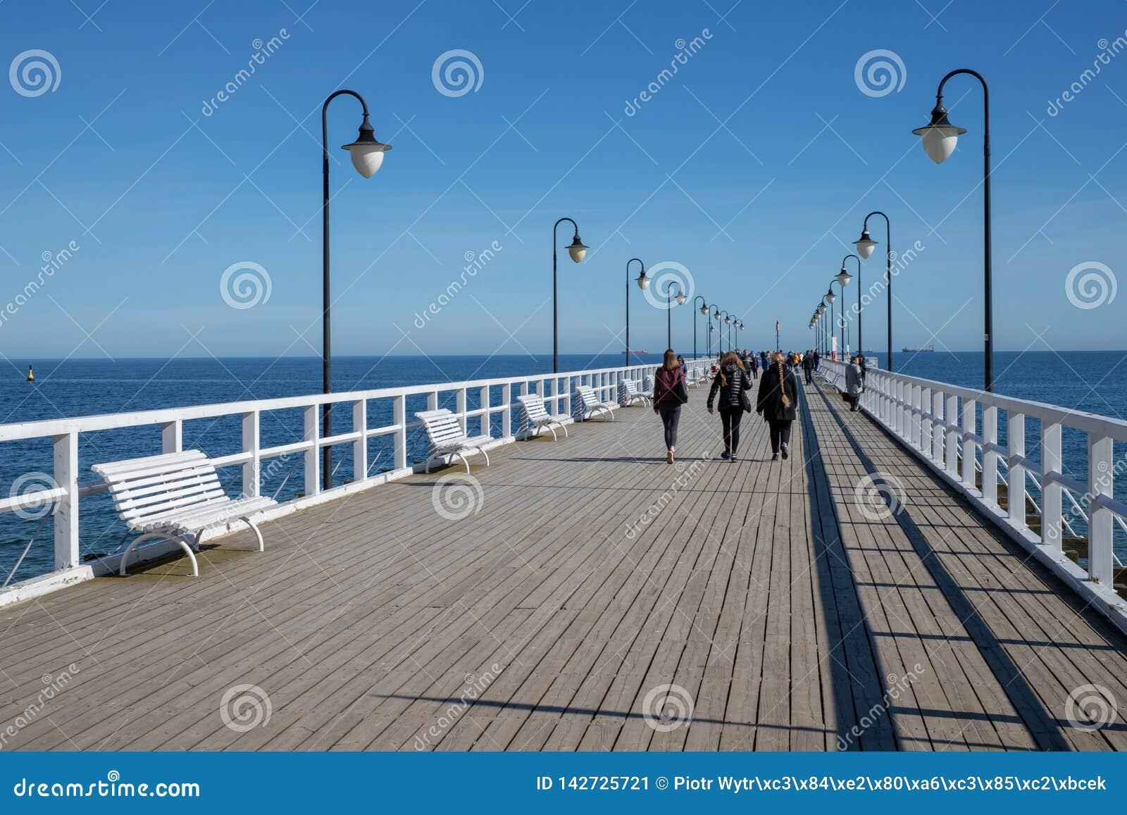 Gdynia, pomorskie/Pologne - mars, 22, 2019 : Jetée sur les rivages de la mer baltique en Europe centrale Un endroit du repos en P