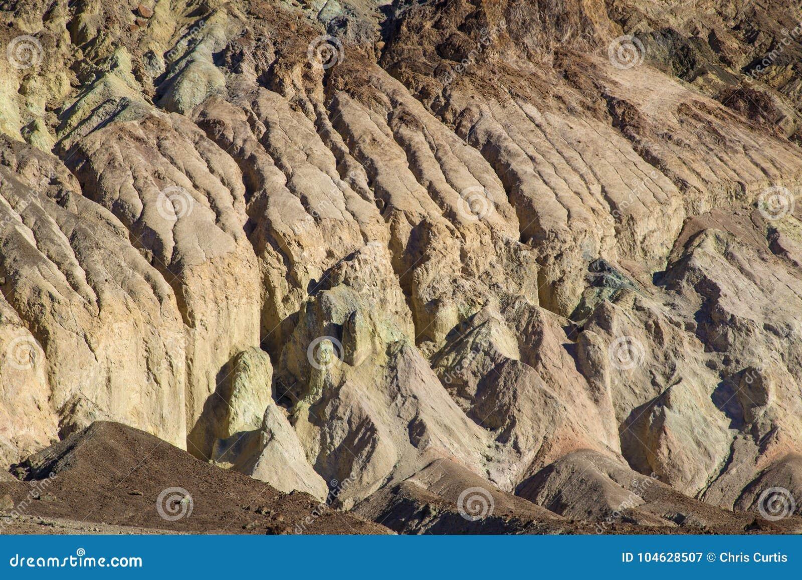 Download Geërodeerde Badlands Bij Doodsvallei Stock Afbeelding - Afbeelding bestaande uit mooi, zuidwesten: 104628507