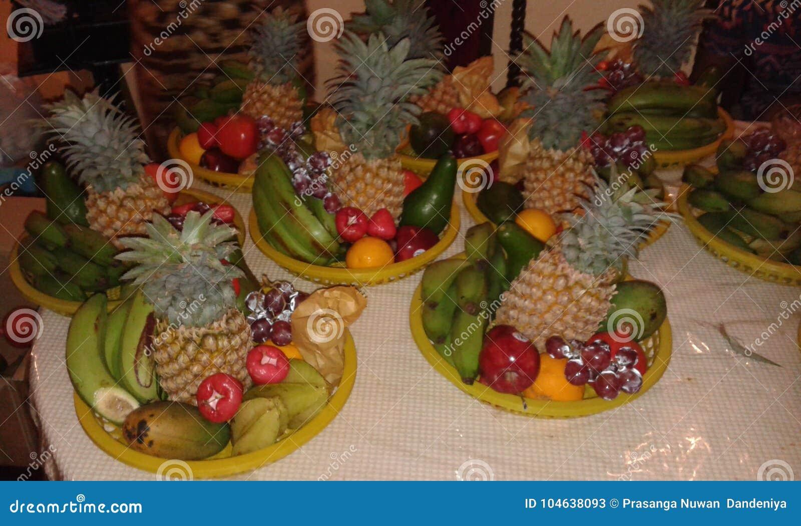 Download Geïsoleerd Op Witte Achtergrond Stock Afbeelding - Afbeelding bestaande uit tropisch, voedsel: 104638093