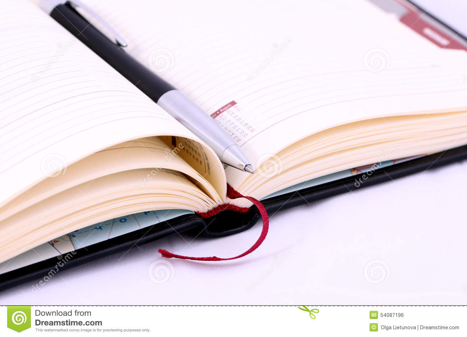 Geïsoleerde pen op het notitieboekje, agenda