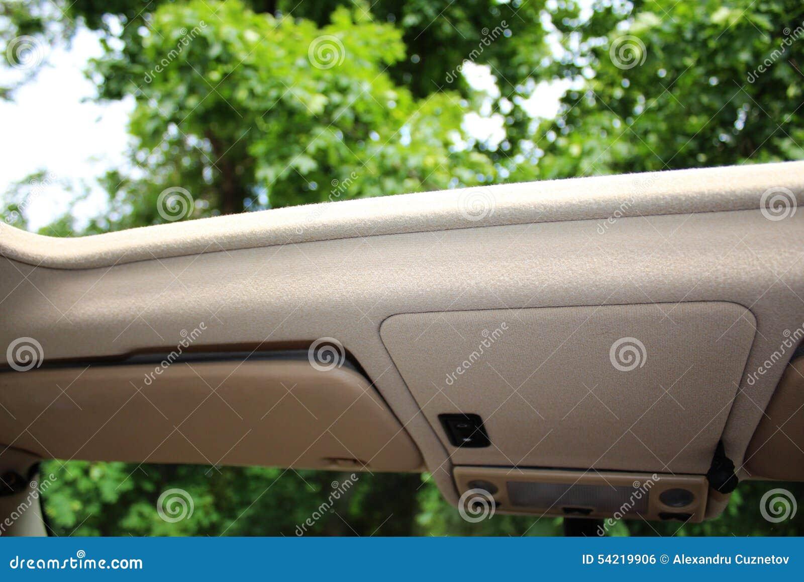 Geöffnetes Autodach