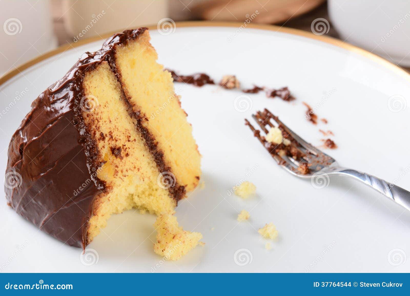 Geada do chocolate do bolo amarelo