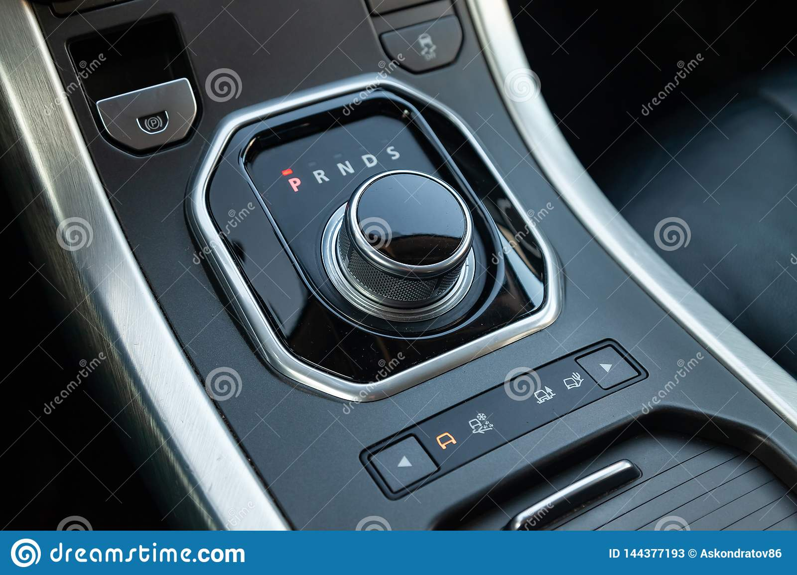 Gearbox gearbox selector in the form of a retractable washer in the center console