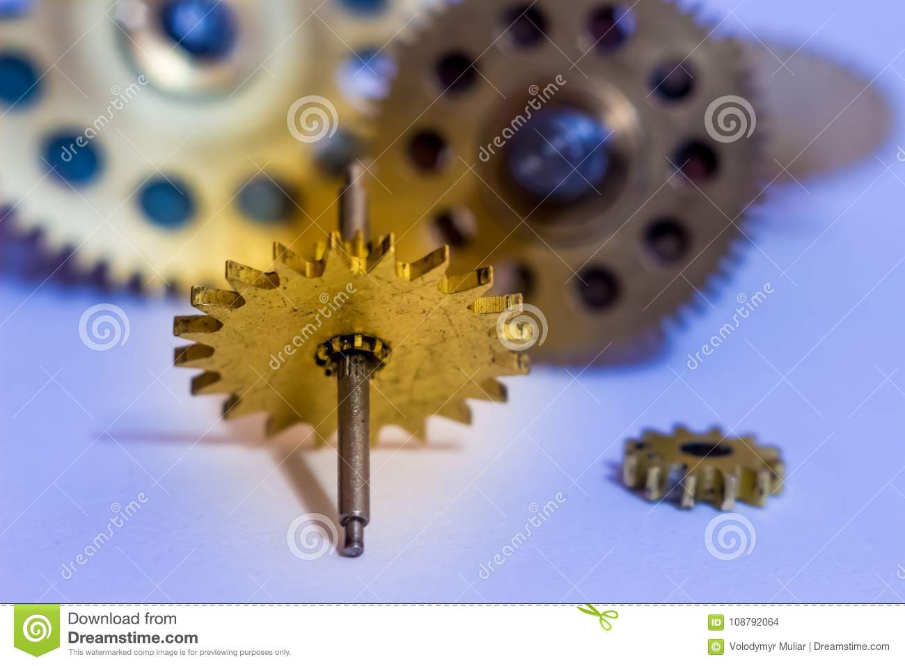 Gears from old watches, an example for studying ways of transfer