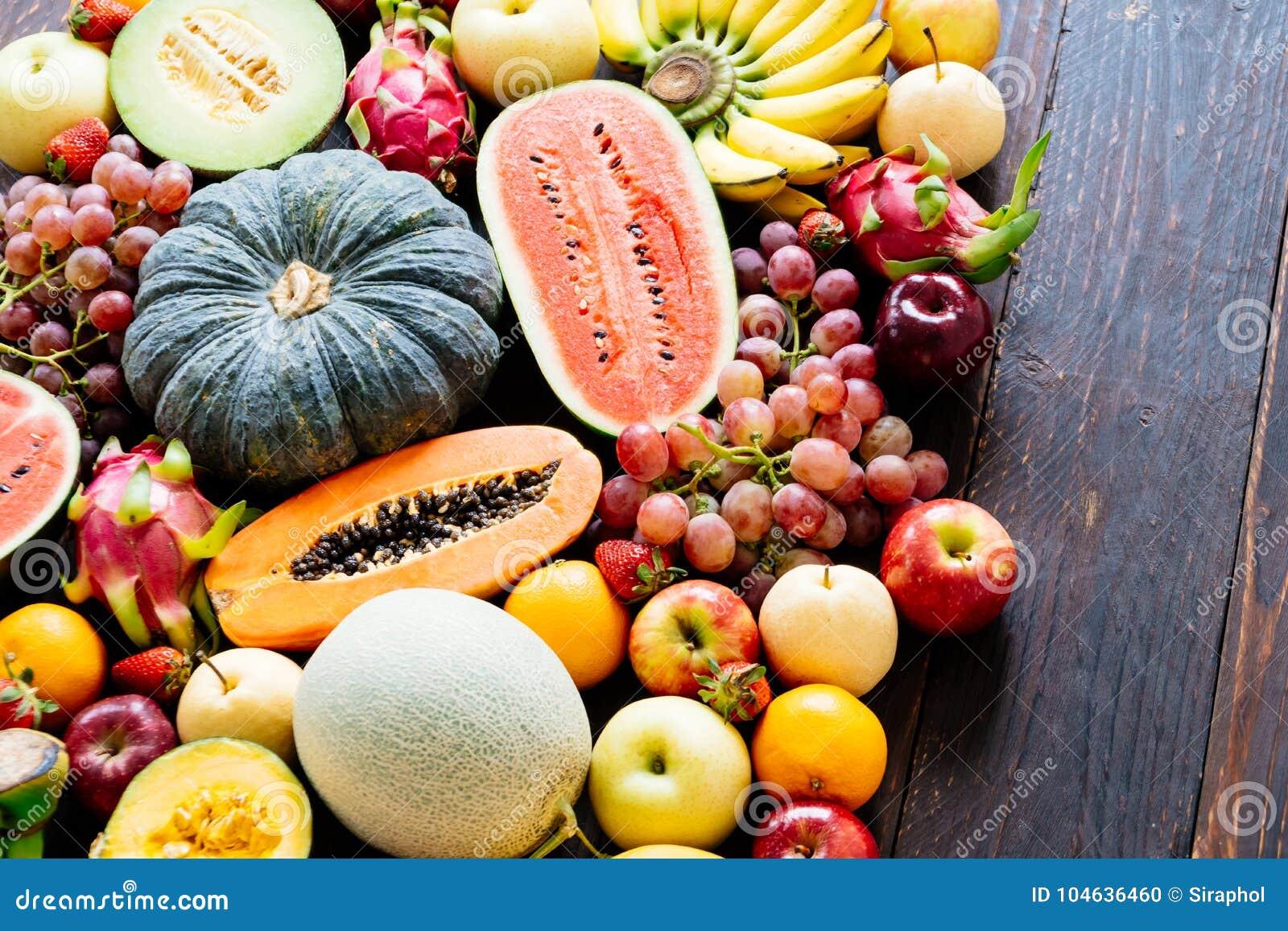 Download Geassorteerde En Gemengde Vruchten Stock Foto - Afbeelding bestaande uit vegetariër, sinaasappel: 104636460