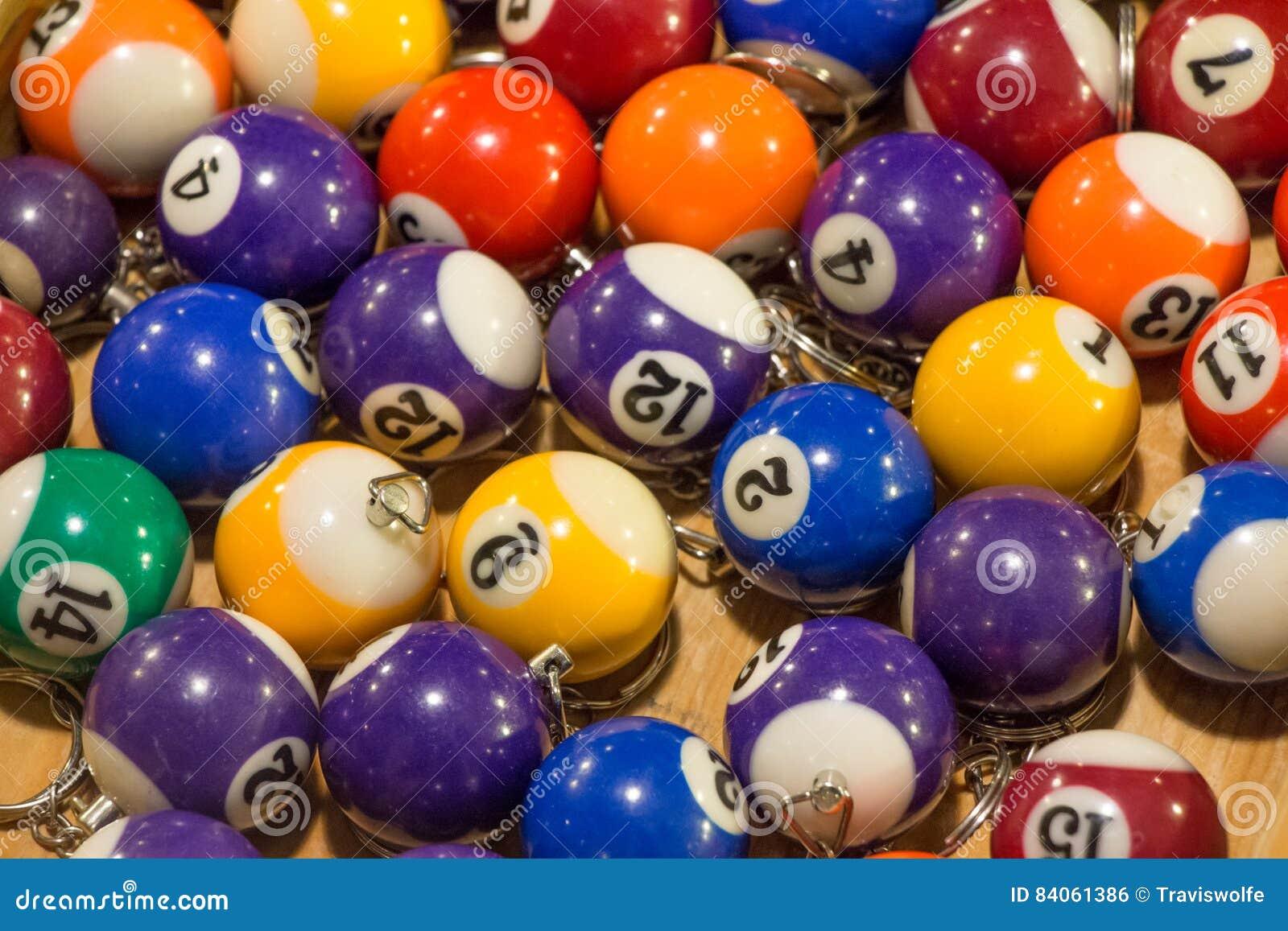 Geassorteerde poolbal keychains met verschillende kleuren voor verkoop op a