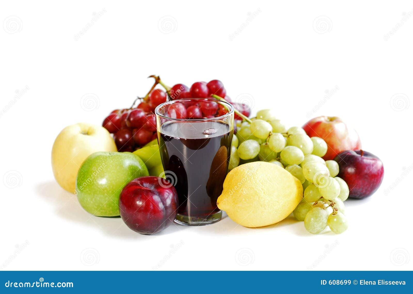 Geassorteerde vruchten op wit