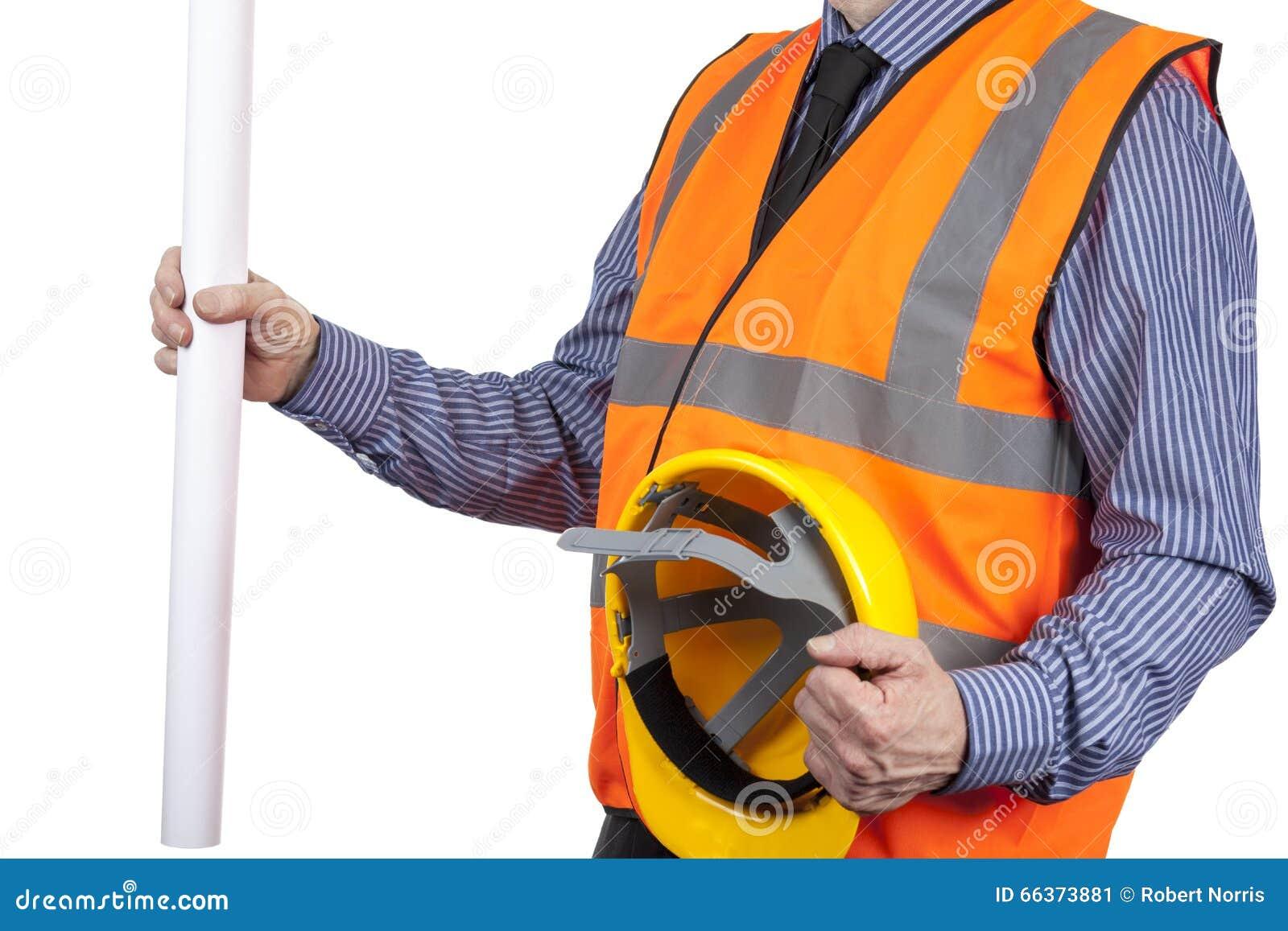 Gebäude-Feldmesser in der orange Sichtweste, die Zeichnungen und Hut hält