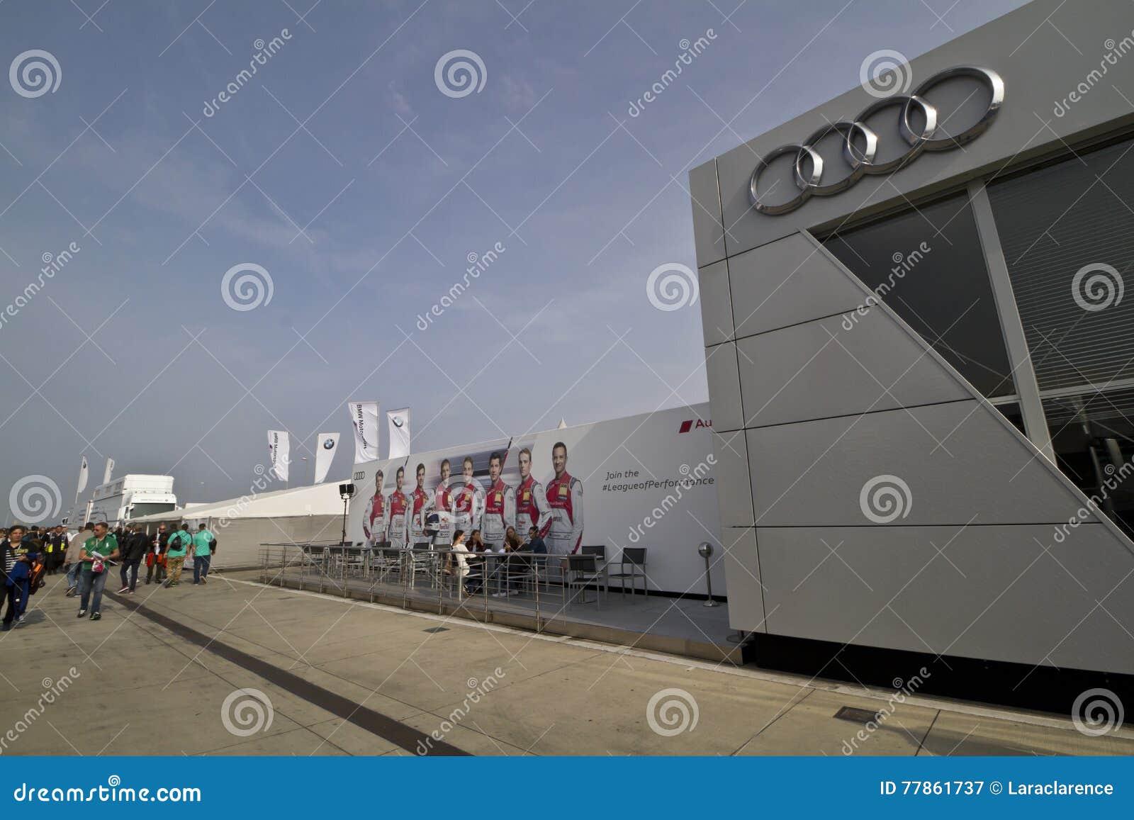Gebäude von Audi auf dem DTM-Autorennen