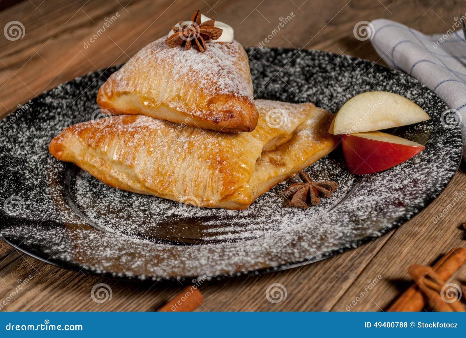 Download Gebackener Apfel In Der Weißen Platte Stockfoto - Bild von gebacken, krümel: 49400788