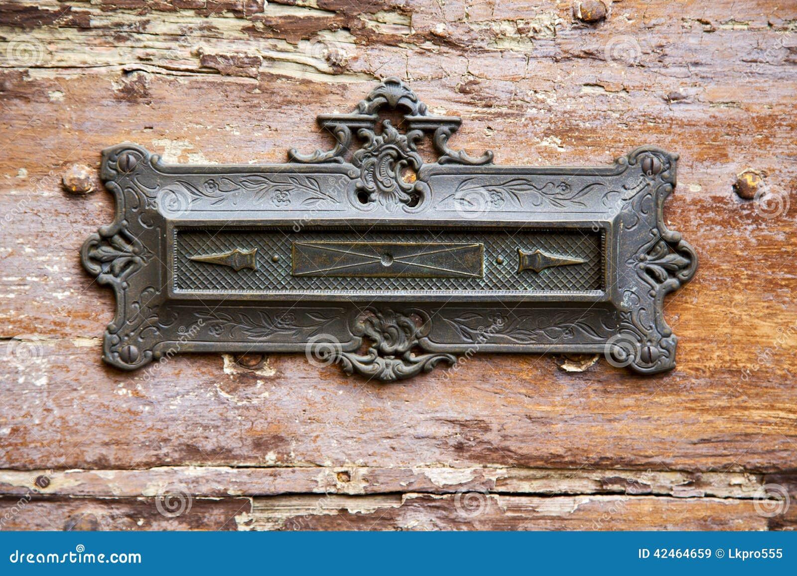Geben Sie abstraktes hölzernes azzate Lombardei Italien Varese der Post bekannt