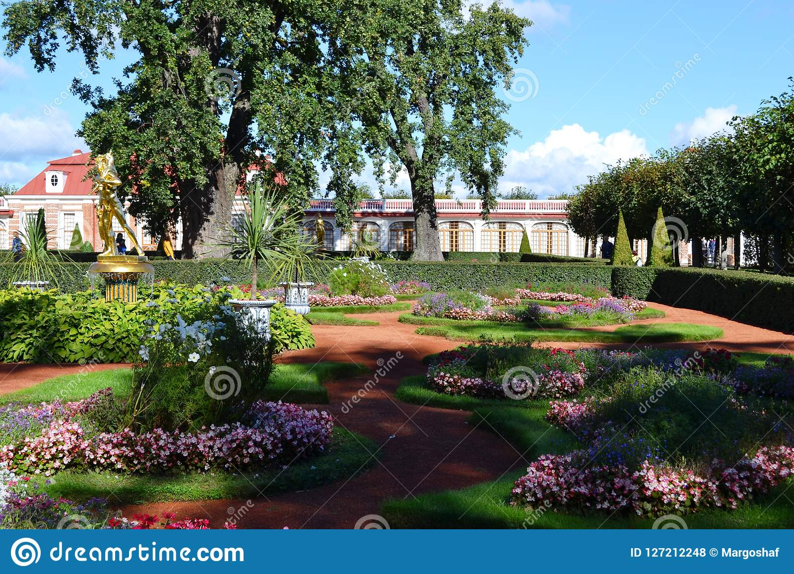 Gebiet des Parkensembles Peterhof in St Petersburg