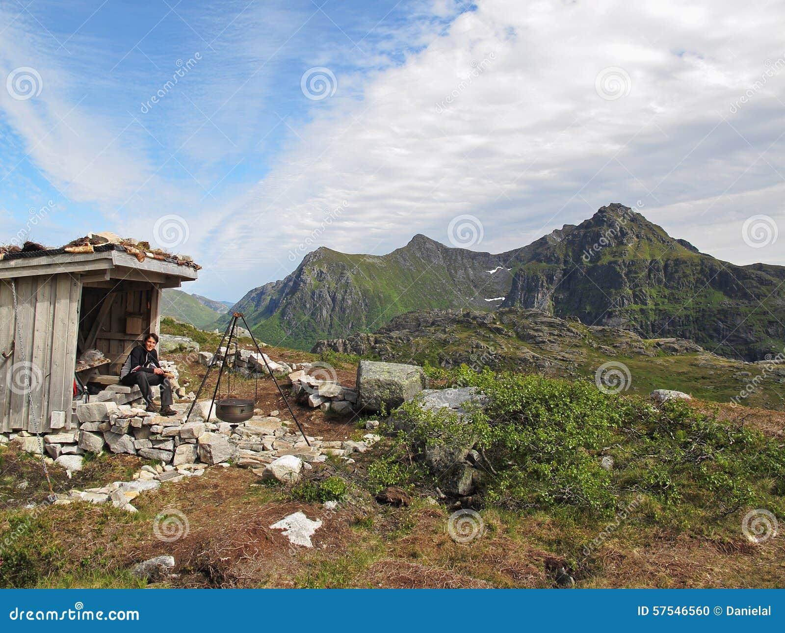 Gebirgshütte auf Lofoten-Inseln