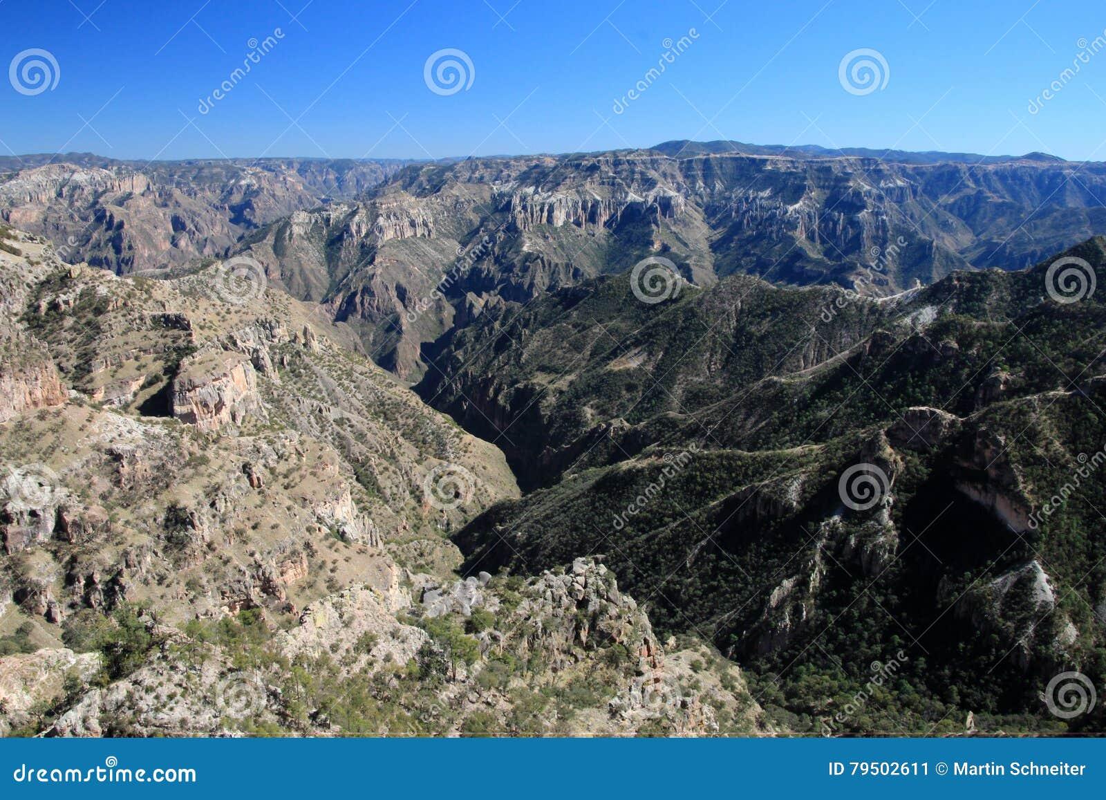 Gebirgslandschaften von kupfernen Schluchten in den Chihuahua, Mexiko